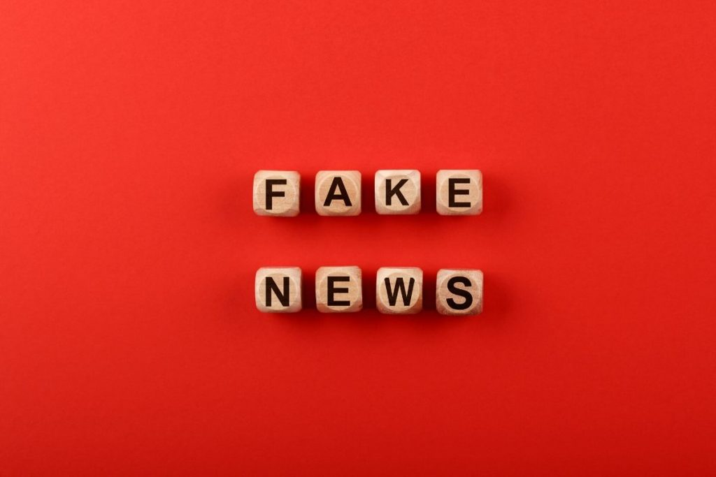 El lado oscuro de las redes sociales uno de los elementos más nocivos de las mismas es la viralización de las FakeNews