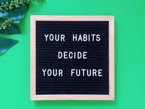 En la imagen se muestra una frase sobre el hábito millonario de las personas exitosas